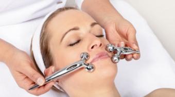 Gesichtsmassage gegen Falten mit SCM Release Face Massage