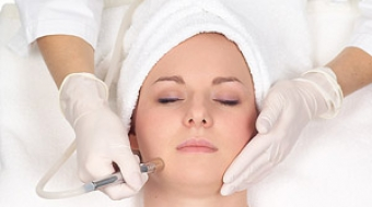 Gesichtsbehandlung Microdermabrasion durch Kosmetikstudio Bella Donna Erlangen