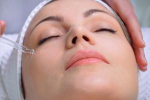 Gesichtsbehandlung mit Fruchtsäure durch Kosmetikstudio Bella Donna Erlangen