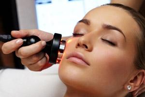 Gesichtsbehandlung mit Ultraschall durch Kosmetikstudio Bella Donna Erlangen